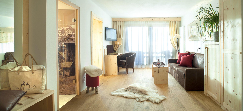 Das wellnesshotel in kastelruth f r verliebte for Soggiorno dolomiti